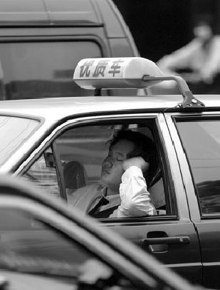 上海研究提高的士高峰起步价解决打车难