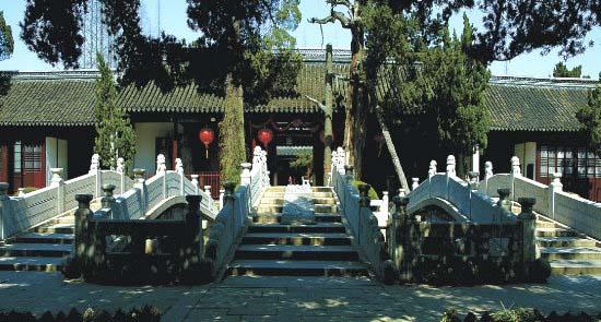 新场嘉定\嘉定孔庙泮池上有三座桥 中间一座只有皇帝和状元才能通行