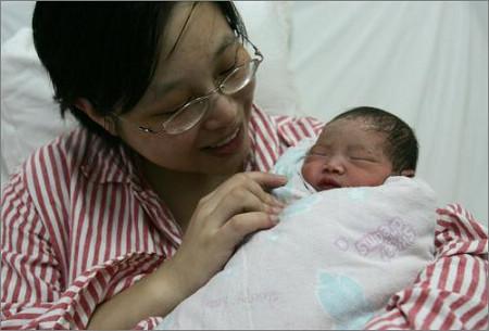 妈妈抱着小宝宝图片中国_宝贝拍照姿势妈咪抱抱_美cry10款宝贝拍照po
