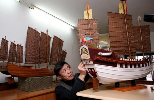 """目前,张玉琪制作,复原的帆船模型等已有几千件,""""我最大的心愿,就是让"""