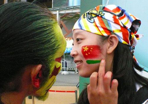 五星红旗和中国馆成为彩绘的重要