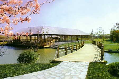 """如今,整合""""华亭人家——毛桥村,浏岛风景区,高尔夫球场""""等资源"""